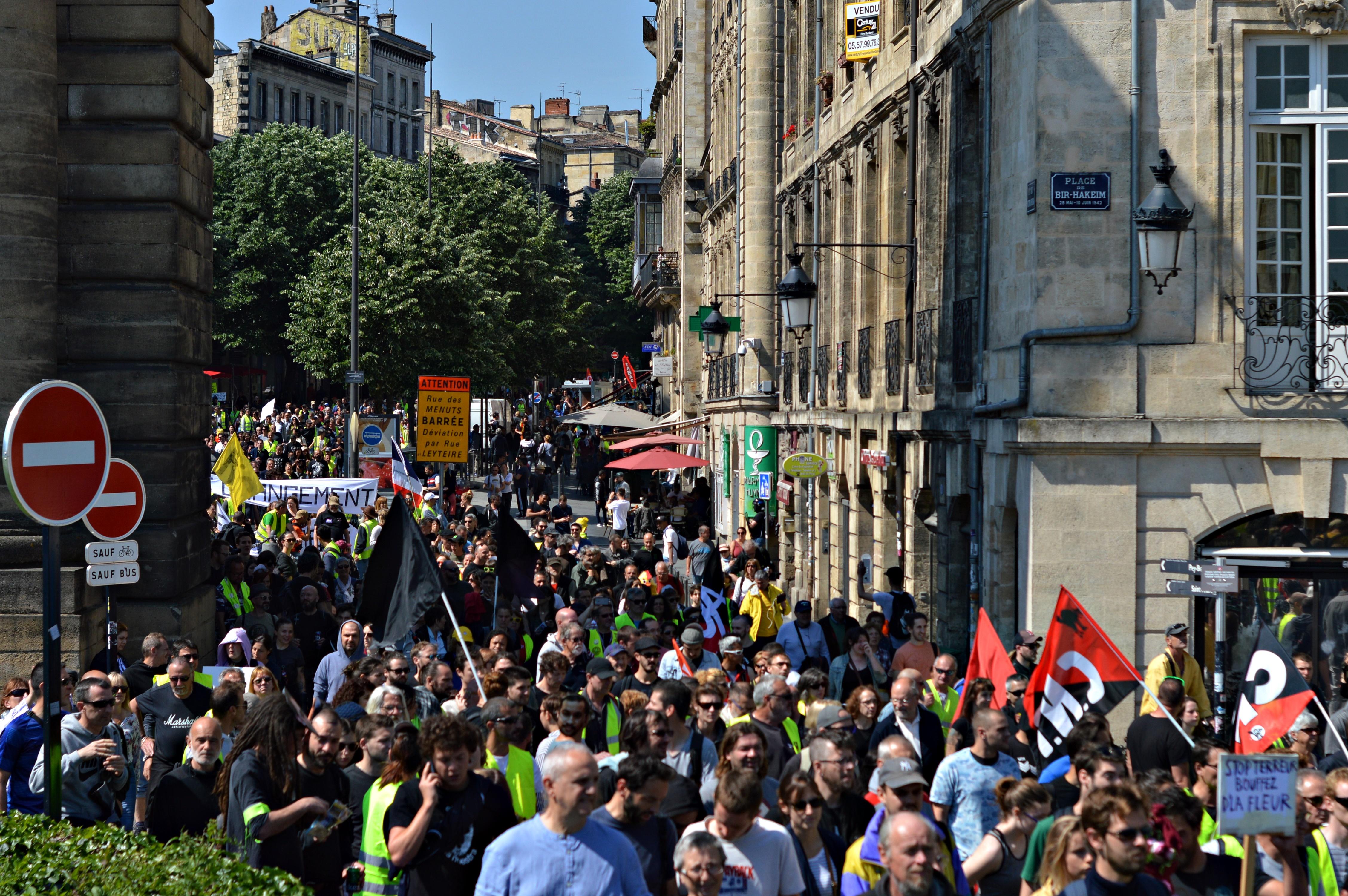 À Bordeaux, un Premier Mai jaune, rouge et noir