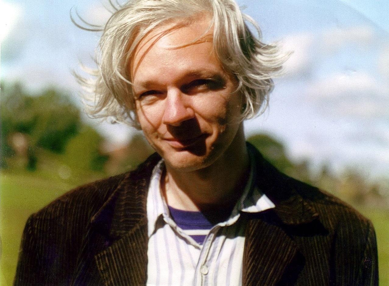 Julian assange: une vie à combattre pour les libertés