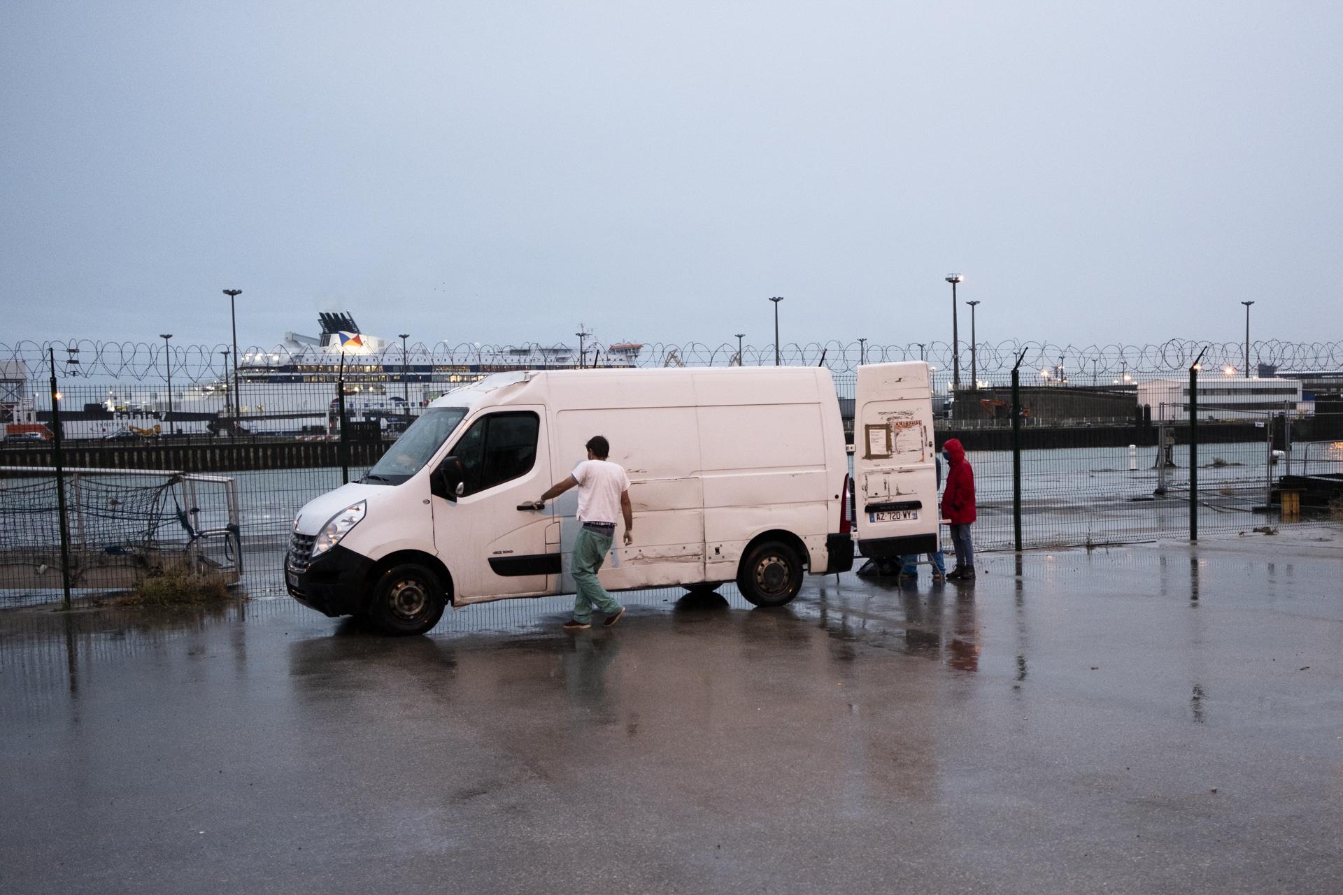 Chassés du centre-ville, harcelés en périphérie: le calvaire des exilés de Calais